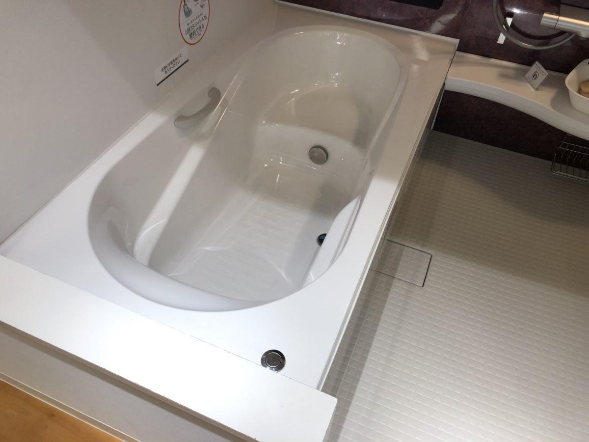 【宇治市のお風呂リフォーム】LIXILアライズのご紹介|広く曲線状の浴槽が日々の入浴を快適に!