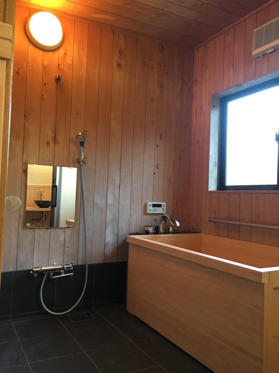 宇治市 お風呂リフォームの事例紹介|あたたかみのある木の風呂場を実現!